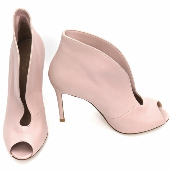bbf03ba99628b Gianvito Rossi Italy Shoes | Host Pick Gianvito Rossi Mauve Cutout ...